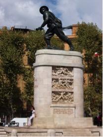 Monumento ai bersaglieri davanti a Porta Pia
