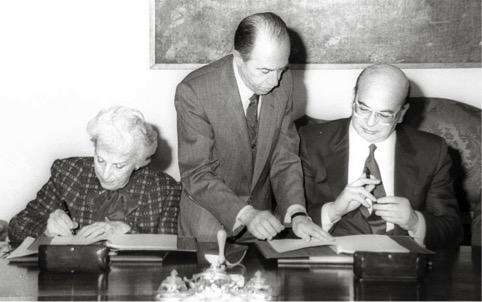Tullia Zevi e Bettino Craxi firmano l'Intesa tra l'Unione delle Comunità Ebraiche Italiane e lo Stato, febbraio 1987